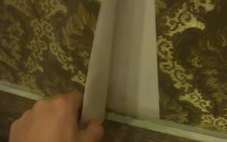 Как поклеить обои без пузырей и встык (видео)
