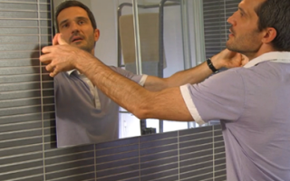 Как надежно клеить зеркала на различные поверхности