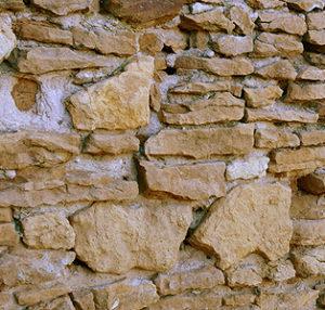 Камень на стене